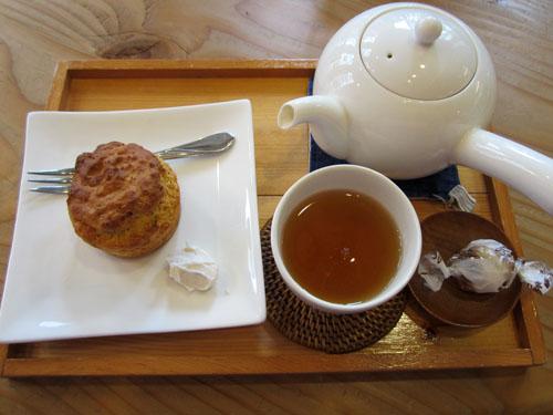 「三年番茶」と「甘酒ジンジャーマフィン」
