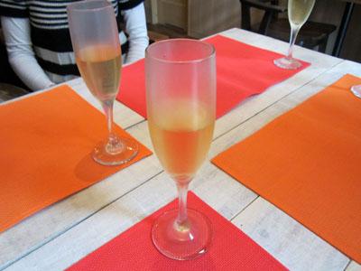 まずはシャンパンで乾杯