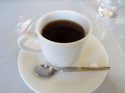 食後にはコーヒーが出てくる