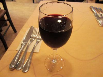 グラスワインで乾杯