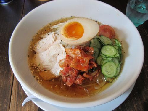 「もみじ」の「盛岡冷麺」