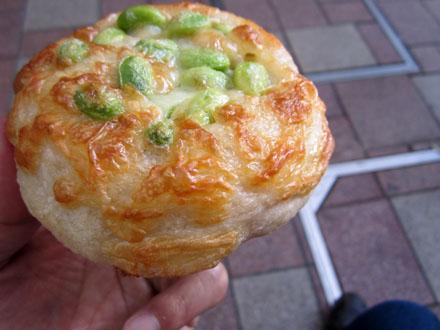 まずは「枝豆チーズフランス」からいただきま~す
