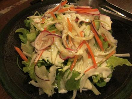 大皿盛りのサラダ