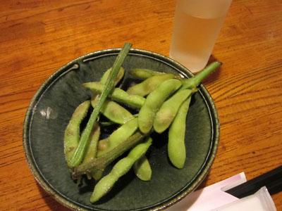 日本酒でお疲れさん。お通しは枝豆