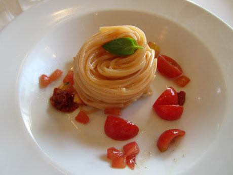 4種トマトの冷製パスタ