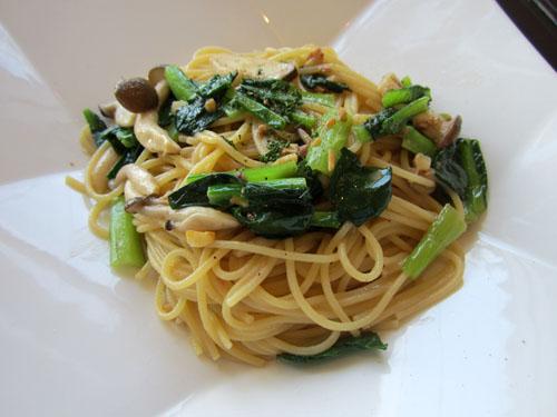 地場産小松菜とアンチョビのペペロンチーニ