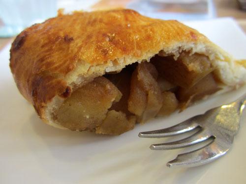 「アップルパイ」は皮つきのリンゴがゴロゴロ