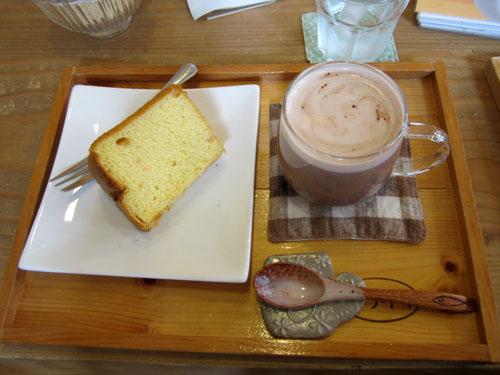 カミさんが頼んだ「甘酒麹のチョコラテ」と「グレープフルーツのシフォン」