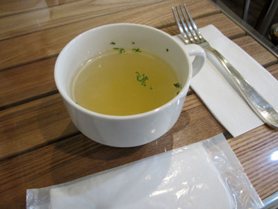 まずはスープ