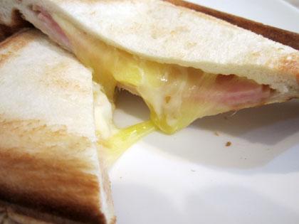 チーズがとろ~りと伸びて旨そう