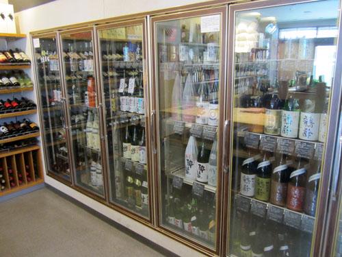 冷蔵ケースには日本酒がいっぱい!