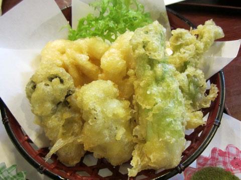 タラの芽とカキ、白子の天ぷら