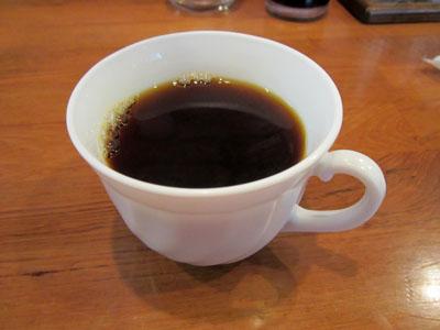 コーヒーを飲みながら待つことに