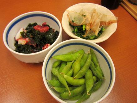 「枝豆」と「たこの海藻サラダ」、そして「ほうれん草のおひたし」