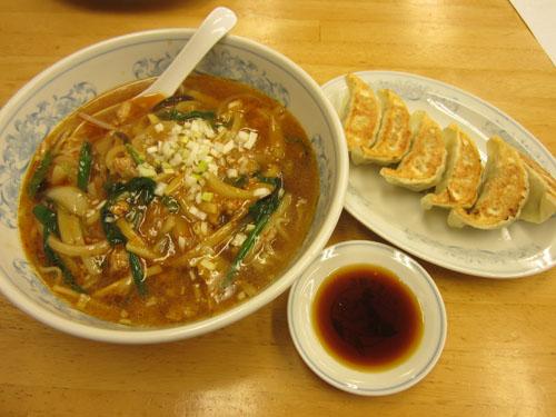 酸辣麺と餃子のセット