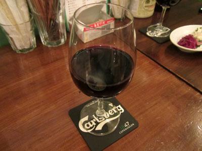 「ハッピーアワーSET」で頼んだ赤ワイン