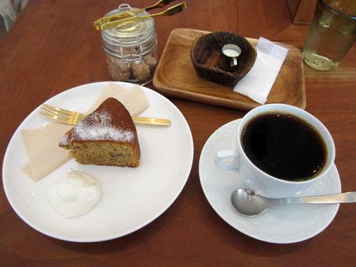 くるみのケーキとブレンドコーヒー①