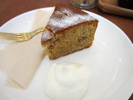 くるみのケーキは小さいけど食べ応えあり