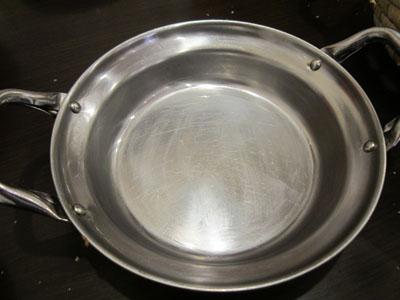 お皿をナンで磨いちゃいました