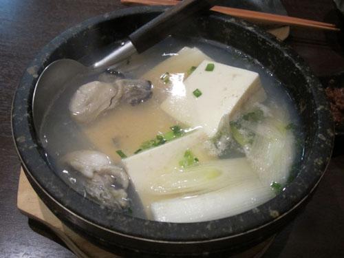 石焼き鍋牡蠣入り湯豆腐