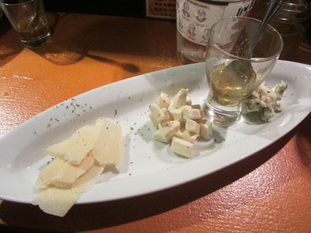 「チーズ盛り合わせ」で〆