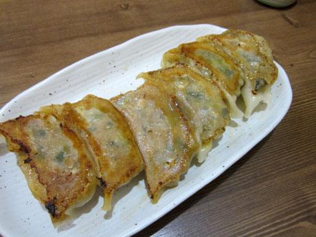 「カルビ餃子」と「辛口肉餃子」のハーフ