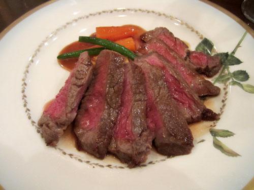 肉のメインはローストビーフ