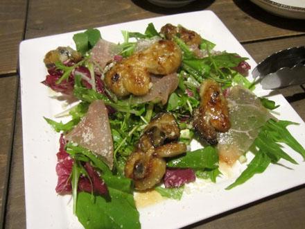 牡蠣のソテーと生ハム、せりのサラダ