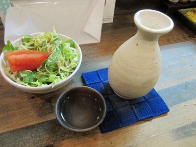 熱燗とサラダ
