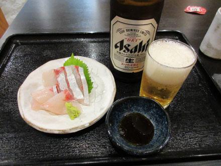 日替わり刺身と瓶ビール