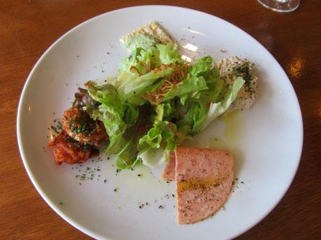 グリーンサラダと前菜4種類の盛り合わせ