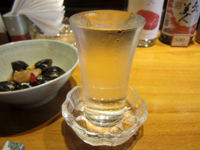 日本酒に切り替えたけど、グラスが大き過ぎ