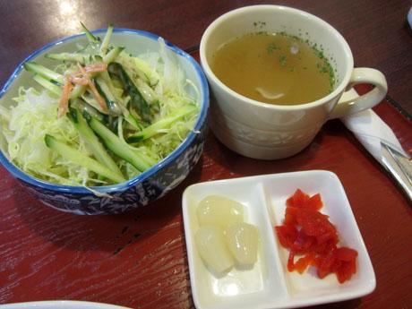 サラダとスープ、そして福神漬けとラッキョウが付く