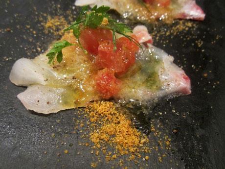 昆布締め真鯛のカルパッチョ イタリア産からすみかけ