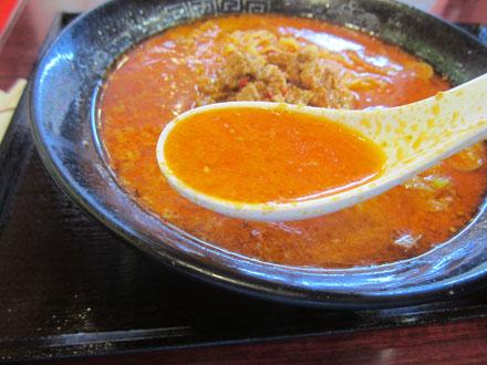 見た目ほどスープは辛くない