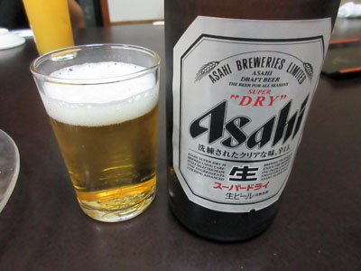 私は瓶ビールで乾杯