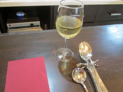 暑かったのでグラスワインをいただくことに