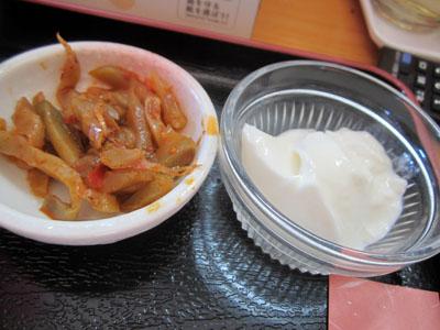 刻んだザーサイと杏仁豆腐