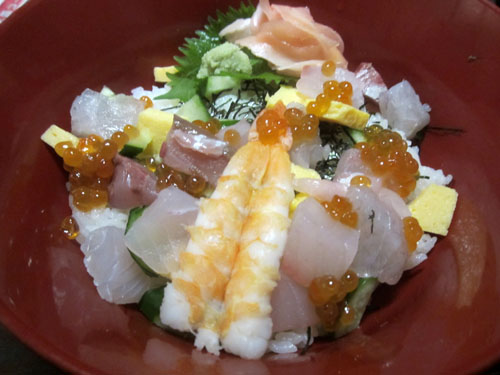 ご飯を食べるには十分な海鮮が乗っている