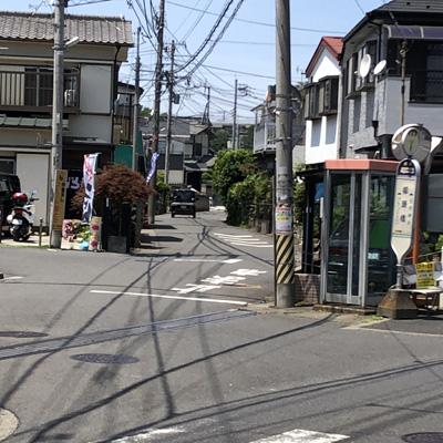 「柳瀬橋」のバス停近くに…