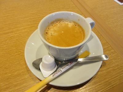 コーヒーは飲み放題なので先に持ってきてもらった