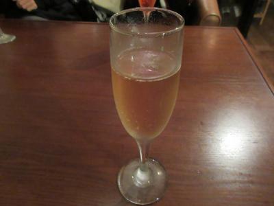 私とカミさんにはシャンパン