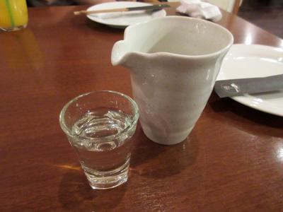 まずは日本酒で乾杯