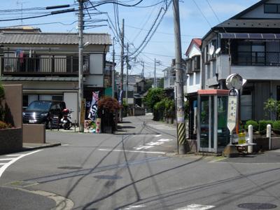 「柳瀬橋」のバス停近くに幟が