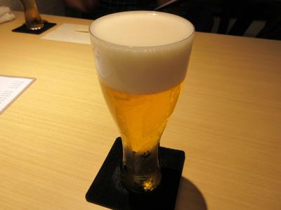 薄張りのグラスに入った生ビール