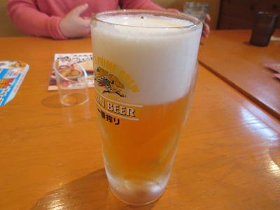 ということで生ビールをいただきます