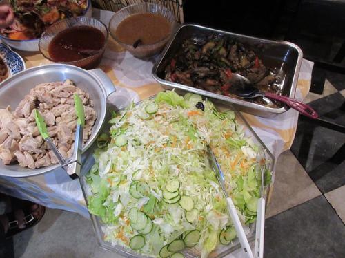 カオマンカイサラダとナスひき肉炒め
