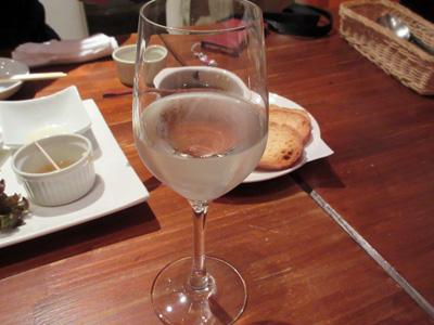 ワイングラスで飲む日本酒