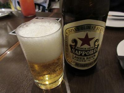 お父さんは瓶ビールで乾杯
