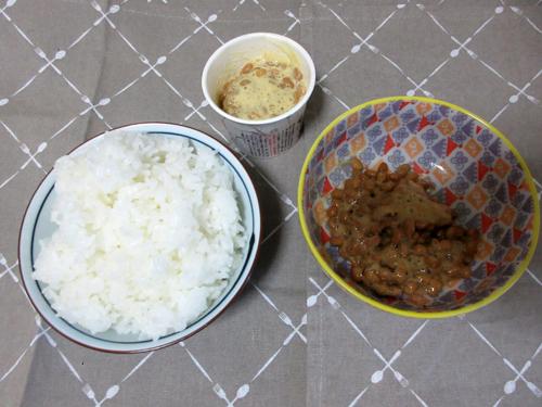 ご飯と2種類の納豆